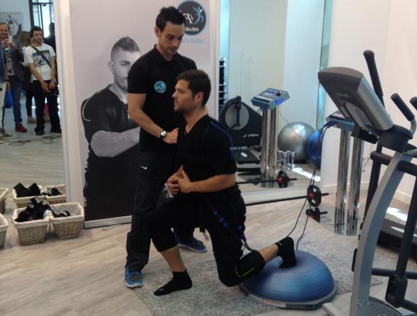 El adelgazamiento de los pies y las nalgas y las caderas por los ejercicios