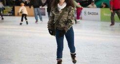 Vestida para patinar sobre hielo